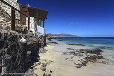 El Puertito de La Cruz, es un caserio al sur de Fuerteventura junto al faro de Punta de Jandía, municipio de Pájara y dentro de la Península de Jandía, este nucleo poblacional de apenas 30-40 habiatntes sensados es un grupo de casas de que mantiene la estructura urbanística tradicional de las zonas pesqueras de la isla,