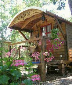 Not so mobile anymore, but, oh, so lovely! The arch, the flowers, the serenity of it all...... *sigh* I want one!