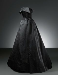 Balenciaga Evening dress in black satin, 1951