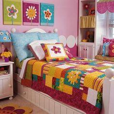 appliquéd bed quilt @allpeoplequilt.com