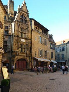 Sarlat-la-Canéda   Reiseroute Périgord   Reisenavi Bordeaux, Street View, Dreams, Travel, Walking Paths, Ruins, River, Netherlands, Old Town