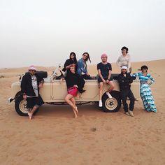 Our gang at the desert!  E no meio da viagem, ainda fotografamos um editorial pro @wepickoficial! Segura aí @lelesaddi, ficou lindo! #camievictakeDubai #mydubai #dubai #desert #safari