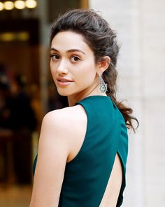 "The perfect ""no makeup"" makeup look on Emmy Rossum. Click through for tips from her makeup artist on how to get this look. #beauty"