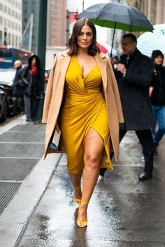 ashley graham body positive weight loss style fashion outfits hair makeup feminist feminism self love Curvy Girl Outfits, Curvy Girl Fashion, Plus Size Outfits, Fashion Mode, Look Fashion, Fashion Outfits, Plus Fashion, Plus Size Fashion Dresses, Big Size Fashion