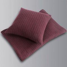 Wolldecke HOME mit zusätzlich bestellbaren Kissenbezügen.