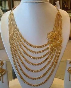 Ali baba Selani gold and diamond splyer Dubai. Gold Wedding Jewelry, Gold Jewelry Simple, Bridal Jewelry Sets, Bridal Necklace, Gold Bangles Design, Gold Jewellery Design, Handmade Jewellery, Diamond Jewellery, Pakistani Bridal Jewelry