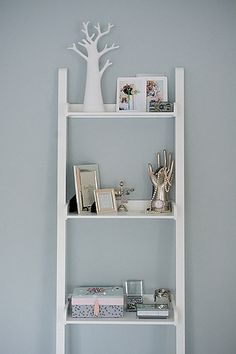 bedroom bookshelf
