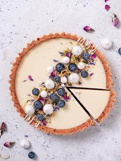 Lemon custard pie by Recipe⠀ Ingredients⠀ For the Crust⠀ almond flour⠀ 3 pitted Medjool dates⠀ 3 Tbsp coconut oil⠀ 1 Tbsp lemon juice⠀ tsp Tart Recipes, Sweet Recipes, Dessert Recipes, Lemon Custard Pie, Delicious Desserts, Yummy Food, Vegan Pie, Think Food, Sweet Tarts