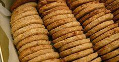 Általában mindig lapul valami finomság a kedvenc kekszes dobozunkban. Jól jön a reggeli kávé / tea / limonádé (hangulat és/vagy időjárás fü... Low Carb Recipes, Diet Recipes, Diabetic Recipes, Snack Recipes, Healthy Recipes, Cookie Desserts, Fun Desserts, Xmas Food, Health Eating