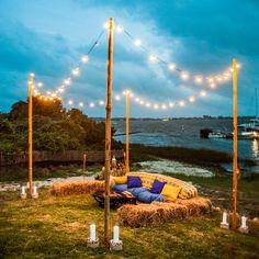 O lounge perfeito é feito com uma iluminação gostosa, assentos confortáveis, cores contrastantes e a mesma temática da decoração da festa.