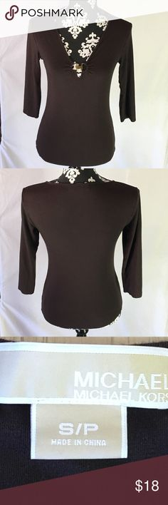Michael Kors Brown L/S Keyhole MK Clasp V-Neck Michael Kors Brown L/S Keyhole MK Clasp V-Neck  Size: S/P -- True to size.  Measurements can be provided upon request. 📝  Fabric Content 👗 95% Rayon; 5% Spandex  Features ✨ •Comfortable and soft  •Quality material that's made to last  •MK signature logo on keyhole clasp •No stains, holes or flaws •Pairs perfect with jeans, skirts, slacks •Gently Used Condition  Get 15% off when you buy 3+ items plus save on shipping! 💸 Thanks for looking 💕…