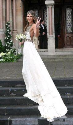 Repinned by Sous toutes les coutures - Wedding Planner Paris www.sous-toutes-les-coutures.fr gorgeous gown and accessories