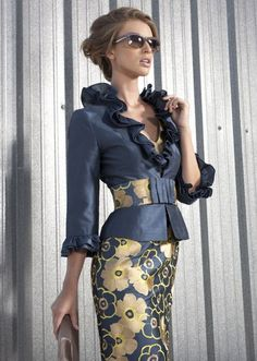 Пиджак к цветастому платью
