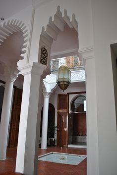 Patio interior de Blanco Riad desde la biblioteca