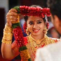 Indian Bridal Photos, Indian Wedding Poses, Indian Wedding Pictures, Wedding Couple Pictures, Indian Wedding Couple Photography, Bridal Photography, Bengali Wedding, Tamil Wedding, Photography Couples