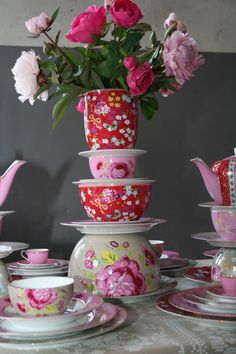 Make a tower with porcelain for a vase or present your cupcakes
