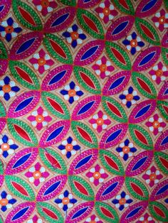 Hand Embroidery Videos, Hand Work Embroidery, Hand Embroidery Designs, Embroidery Patterns, Kutch Work, Hindus, Work Blouse, Neck Pattern, Needle And Thread