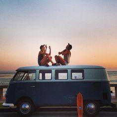 Surf on volkswagen Combi Volkswagen Bus, Vw T1, Summer Of Love, Summer Fun, Summer Days, Summer Story, Summer 2014, Summer Beach, Retro Summer