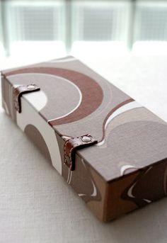 カルトナージュの文具ケースの画像:Living room cafe diary