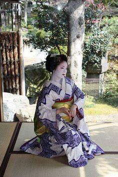 A senior maiko dancing.