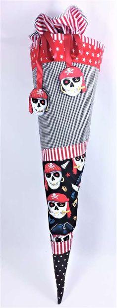 Schultüte aus Stoff genäht, mit individueller Beschriftung.Pirat, Seeräuber, Schiff, maritim, Totenkopf, Skull