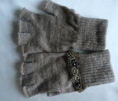 """Linea guanti """"la destra non è  uguale alla sinistra"""" di Marinacrea60 su Etsy https://www.etsy.com/it/listing/259708337/linea-guanti-la-destra-non-e-uguale-alla"""