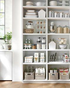 Pantry Shelving, Pantry Storage, Open Shelving, Apartment Decorating Themes, Apartment Interior Design, Kitchen Organization Pantry, Kitchen Organisation, Organisation Ideas, Small Open Kitchens