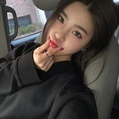 Image in korean girls / ulzzang☽ collection by Milana Rose ☆ Ulzzang Korean Girl, Cute Korean Girl, Ulzzang Couple, Cute Asian Girls, Pretty Girls, Ulzzang Girl Selca, Korean Beauty, Asian Beauty, Korean Natural Makeup