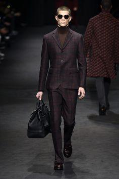 #Farbbberatung #Stilberatung #Farbenreich mit www.farben-reich.com Versace   Menswear - Autumn 2017   Look 2