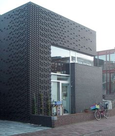 Style At Home, Building Design, Building A House, Brick Facade, Brick Wall, Brick Detail, Brick Paneling, Mall Design, Black Brick