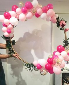 Super Fun Bridal Shower Decorations on a Budget - Hula Hoop Balloon Wreath Pink und Gold inspiriert Simple Birthday Decorations, Vintage Party Decorations, Bridal Shower Decorations, Balloon Decorations, Pink And Gold Decorations, Balloon Ideas, Pink And Gold Birthday Party, 1st Birthday Girls, Birthday Parties