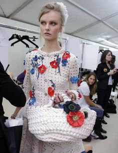 Chanel - love pure white as the canvas for the bright red and blue flowers Crochet Jacket, Crochet Cardigan, Knit Crochet, Vogue 2016, Cloth Bags, Crochet Clothes, Red And Blue, Christmas Sweaters, Knitting