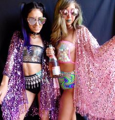 Rave babes do it best ❤️.  for the best festival fashion • shop ravewithmigente.com | insta : @ravewithmigente