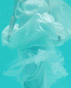 Est Magazine   Underwater Bride   PHOTO Sarah Wood 'Tranquil Grace'