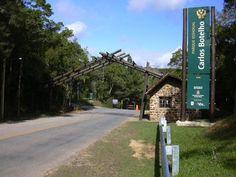 """Com uma área de 37.644 ha, abrange parte dos municípios de São Miguel Arcanjo, Capão Bonito, Tapiraí e Sete Barras.    Devido à sua importância (ambiental, histórica e cultural), a Região Sudeste da Mata Atlântica, onde está inserido o Parque, recebeu da UNESCO, em 1998, o título de """"Sítio do Patrimônio Mundial da Humanidade"""".    Nesse Parque, que abriga os remanescentes de Floresta Tropical mais bem preservadas do Brasil, são desenvolvidas atividades voltadas para a Pesquisa Científica"""