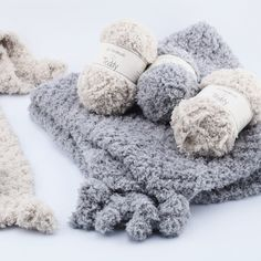 Teddy Blankie Free Crochet Pattern This adorable blanket will surely feel like hugging a teddy. Soft and squishy yarn will be perfect to keep your baby warm and comfy. Crochet Home, Knit Or Crochet, Baby Blanket Crochet, Free Crochet, Crochet Blankets, Crochet Wraps, Baby Afghans, Crochet Dolls, Knitting Patterns