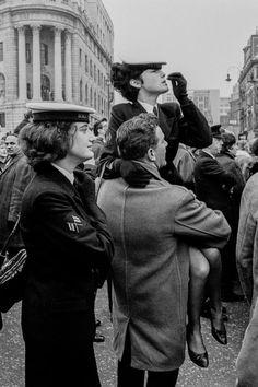 DAVID HURN GB. ENGLAND. London. Winston CHURCHILL funeral. Wrens in Trafalgar Square. 3 January 1965 Swinging London, Personal Investigation, Trafalgar Square, Photographer Portfolio, Documentary Photographers, Winston Churchill, Magnum Photos, World War Two, Funeral