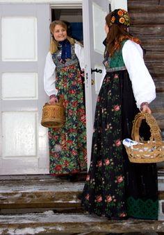 Bilderesultat for skjælingsdrakt Art Costume, Folk Costume, Costumes, Norwegian Clothing, Apron Dress, Dress Up, Fearfully Wonderfully Made, Norwegian Style, Cute Aprons