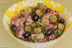Salade de lentilles au confit de canard et raisins frais. Un plat complet où les raisins frais apportent de la fraicheur !. La recette par kilometre-0. Brunch, Beef, Food, Lentil Salad, Duck Confit, Salads, Meat, Hoods, Meals