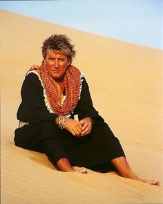 Check out Rod Stewart @ Iomoio Queen Birthday, Rod Stewart, Music Tv, Forever Young, Back Home, Rock And Roll, Singer, Lyrics, Heart