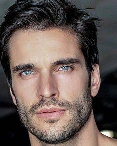This beard quotes is an unquestionably inspiring and splendid idea Short Beard, Short Hair Cuts, Beautiful Men Faces, Gorgeous Men, Hair And Beard Styles, Hair Styles, Mode Man, Scruffy Men, Beard Care