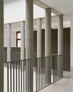 Stair Handrail, Staircase Railings, Architecture Courtyard, Facade Architecture, Balustrade Design, Contemporary House Plans, Minimal Design, Modern Interior Design, Balconies