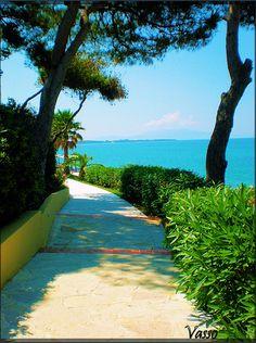 Nikopolis tvisitGreece photo via: vasso miloum Fantastic beach and great taverna. Greek Culture, Sandy Beaches, Planet Earth, Places Ive Been, Greece, Waves, Dream Land, Roots, Outdoors