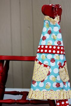 cute apron (love the fabric choices!)