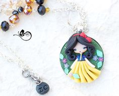 necklace with snow white in polymer clay, totally handmade without molds. doll measures about 1.77 in, chain 19.7 in.  The dress has an piece in