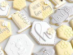 Bee Cookies, Fancy Cookies, Cookies Et Biscuits, Sugar Cookies, Spice Cookies, First Birthday Cookies, First Birthday Party Themes, Birthday Ideas, Mommy To Bee
