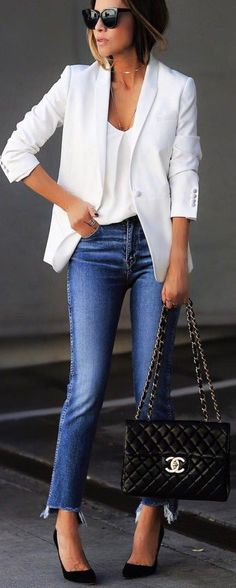 Cool 36 Stylish Spring Work Outfit with Jeans You Should Try http://inspinre.com/2018/03/18/36-stylish-spring-work-outfit-with-jeans-you-should-try/