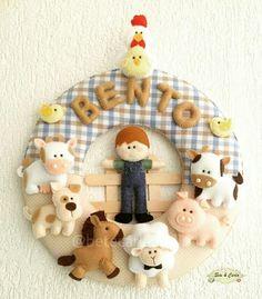 Guirlanda porta maternidade tema fazendinha do Bento. Vaca, boi, cachorro, cavalo, ovelha, porco, galinha, pintinho, fazendeiro.