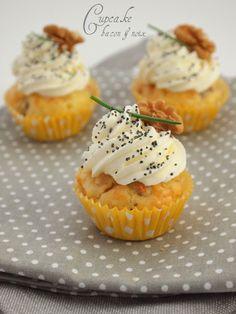 La recette des cupcakes salés pour un apéro réussi. Ici une version au bacon, noix & Comté -  http://www.confitbanane.com/
