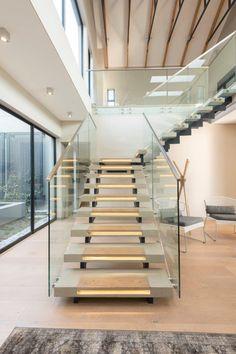 This modern home des